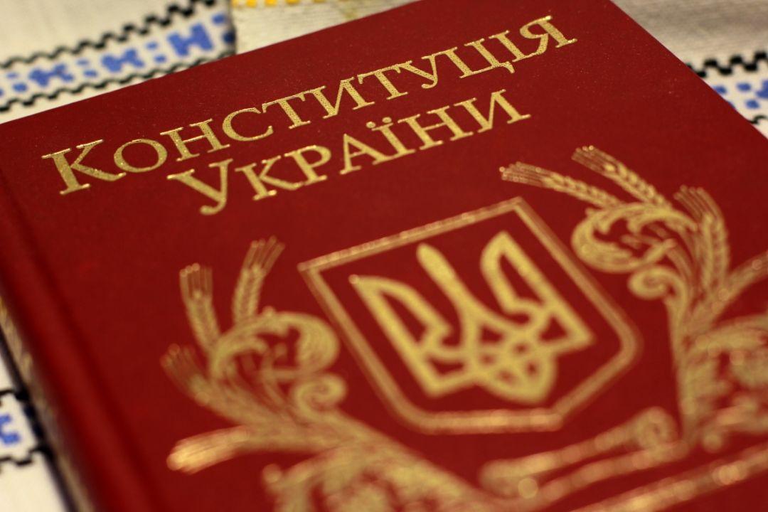 Парламент одобрил изменения в Конституцию в части правосудия